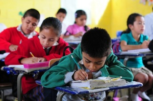 Children in their classroom in El Renacimiento school, in Villa Nueva, Guatemala. Photo: Maria Fleischmann / World Bank